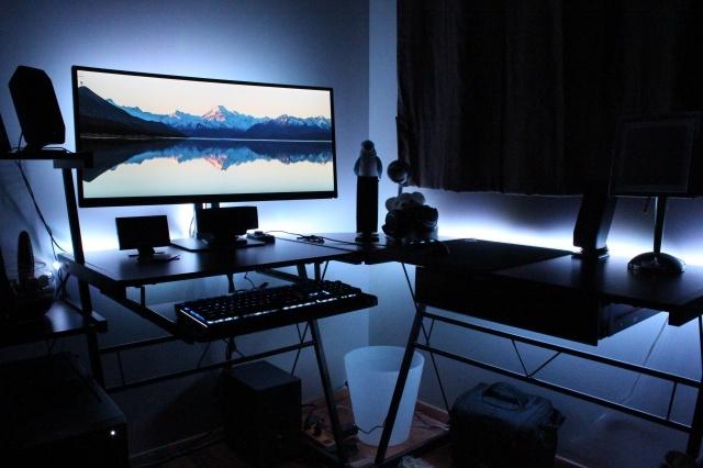 PC_Desk_UltlaWideMonitor14_12.jpg