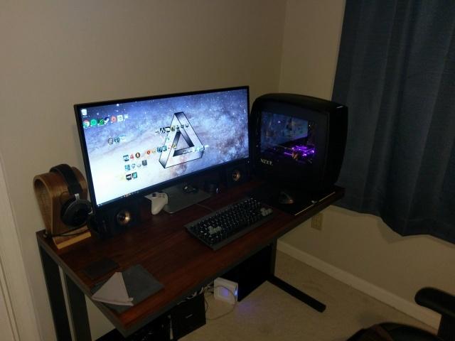 PC_Desk_UltlaWideMonitor14_15.jpg