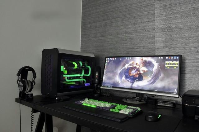 PC_Desk_UltlaWideMonitor14_21.jpg