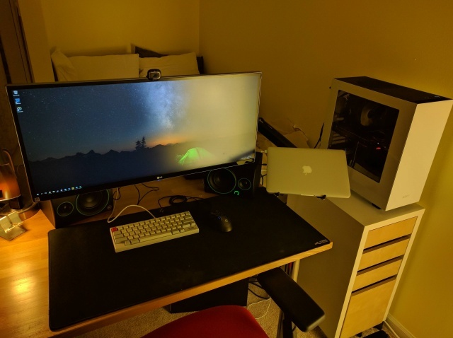 PC_Desk_UltlaWideMonitor14_24.jpg