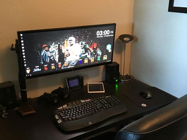 PC_Desk_UltlaWideMonitor14_29.jpg
