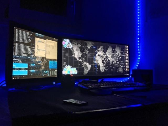 PC_Desk_UltlaWideMonitor14_31.jpg