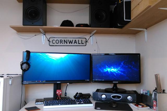 PC_Desk_UltlaWideMonitor14_37.jpg