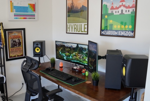 PC_Desk_UltlaWideMonitor14_39.jpg