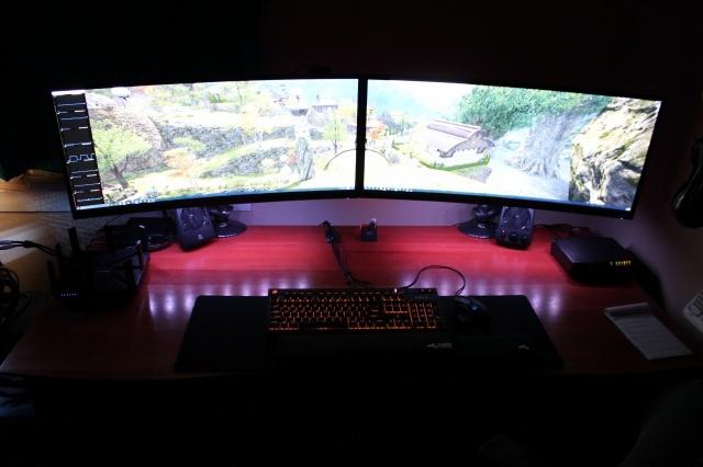 PC_Desk_UltlaWideMonitor14_44.jpg