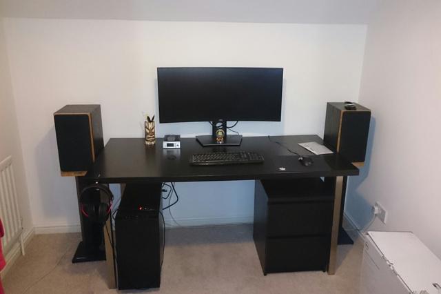 PC_Desk_UltlaWideMonitor14_51.jpg