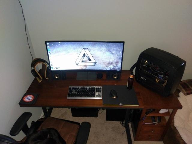 PC_Desk_UltlaWideMonitor14_65.jpg