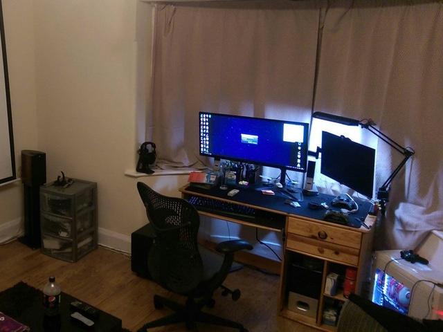 PC_Desk_UltlaWideMonitor14_67.jpg