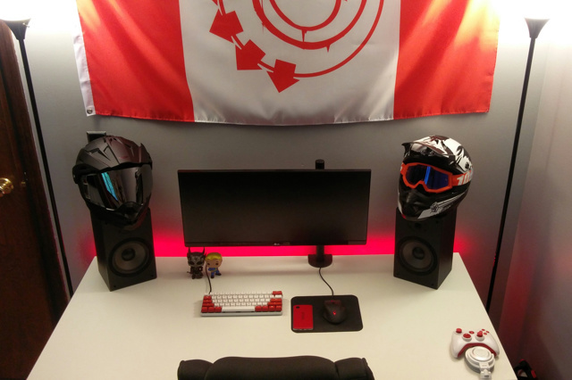 PC_Desk_UltlaWideMonitor14_77.jpg