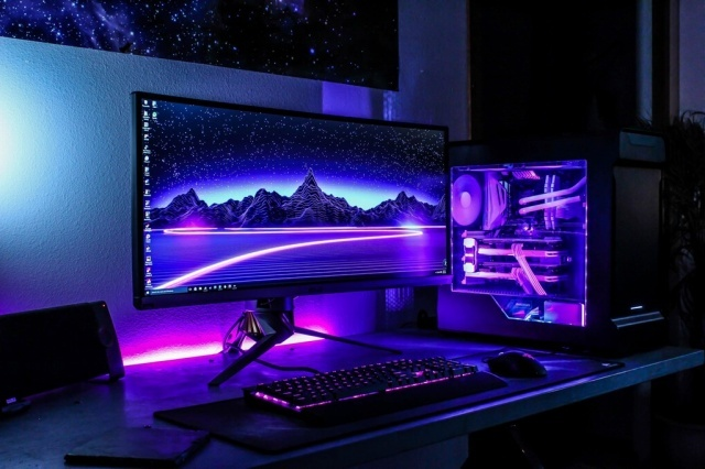 PC_Desk_UltlaWideMonitor14_83.jpg