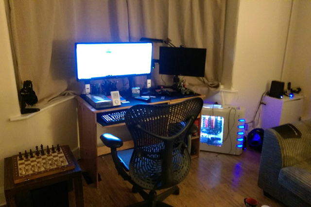 PC_Desk_UltlaWideMonitor14_95.jpg