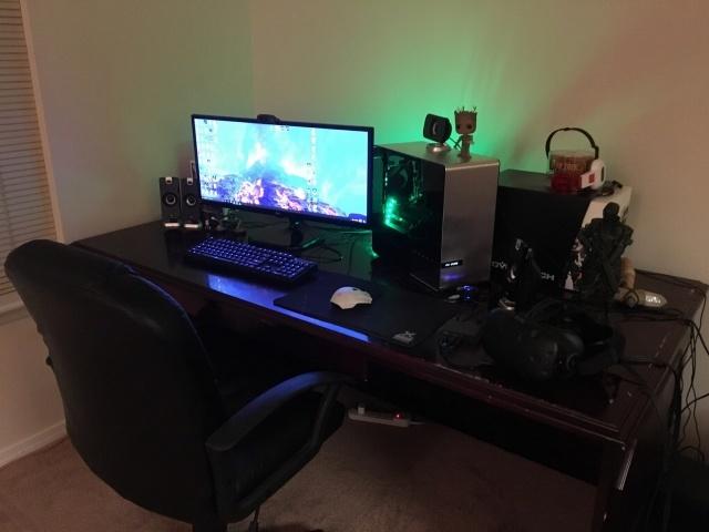 PC_Desk_UltlaWideMonitor14_97.jpg