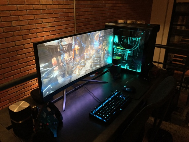 PC_Desk_UltlaWideMonitor15_01.jpg