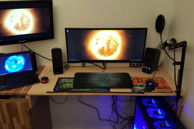 PC_Desk_UltlaWideMonitor15_19.jpg