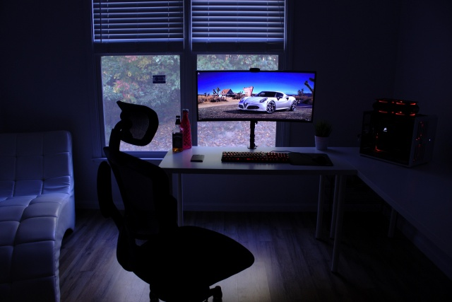 PC_Desk_UltlaWideMonitor15_52.jpg
