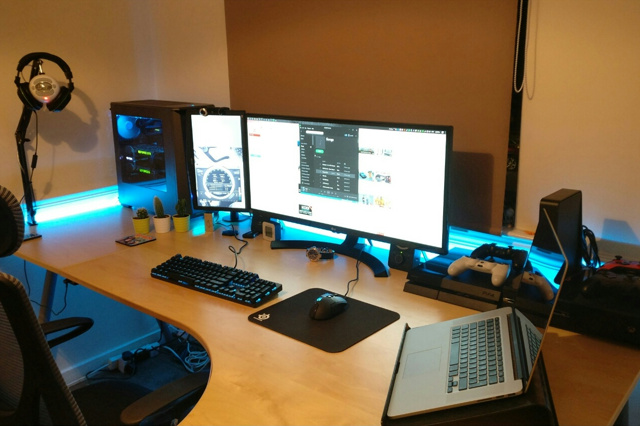 PC_Desk_UltlaWideMonitor15_66.jpg