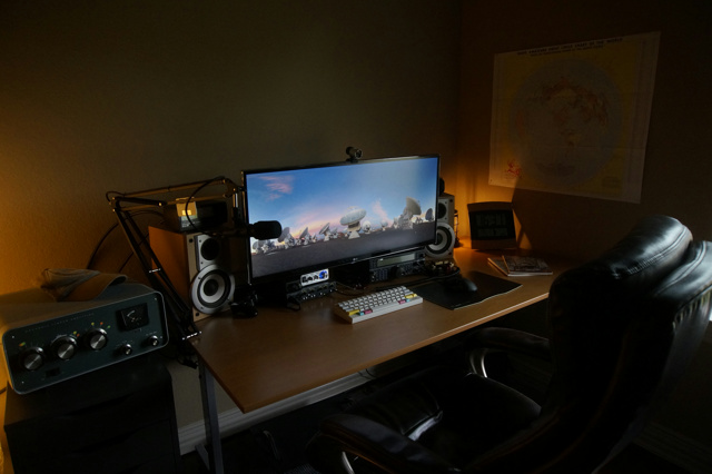 PC_Desk_UltlaWideMonitor15_72.jpg
