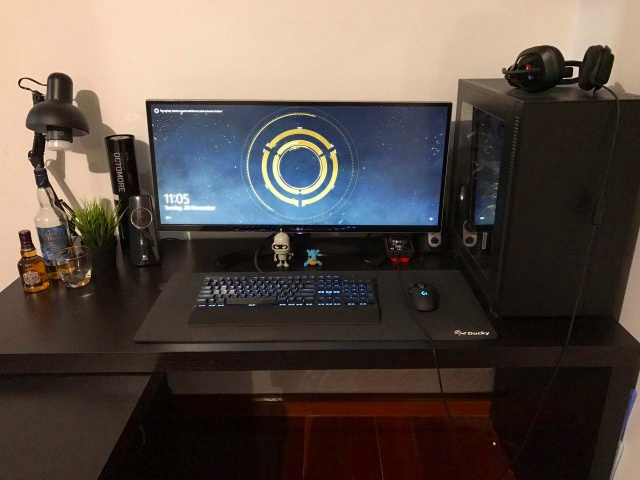 PC_Desk_UltlaWideMonitor16_14.jpg