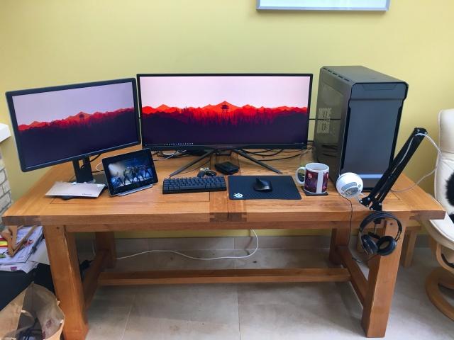 PC_Desk_UltlaWideMonitor16_16.jpg