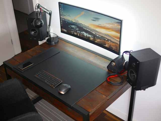 PC_Desk_UltlaWideMonitor16_22.jpg