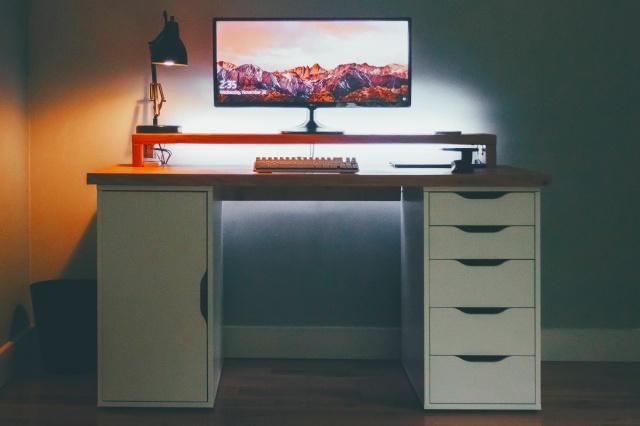 PC_Desk_UltlaWideMonitor16_27.jpg