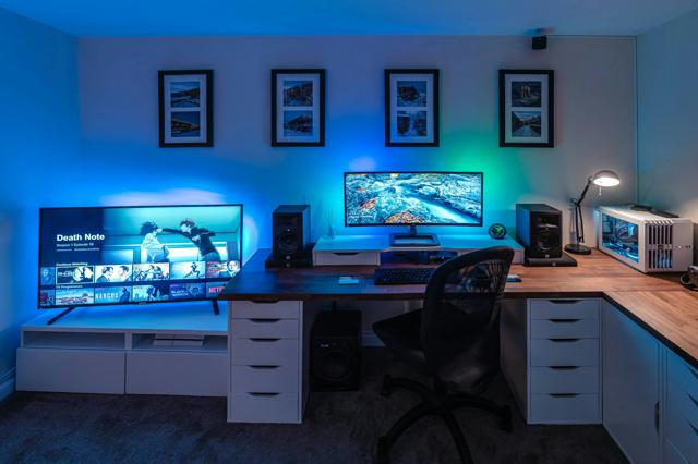 PC_Desk_UltlaWideMonitor16_33.jpg