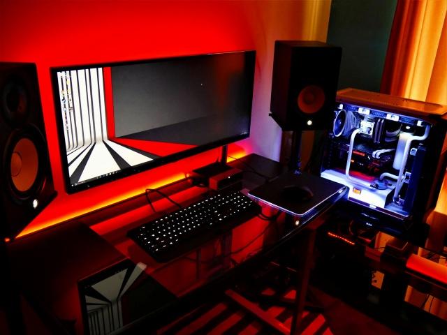 PC_Desk_UltlaWideMonitor16_44.jpg