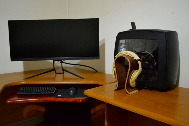 PC_Desk_UltlaWideMonitor16_50.jpg