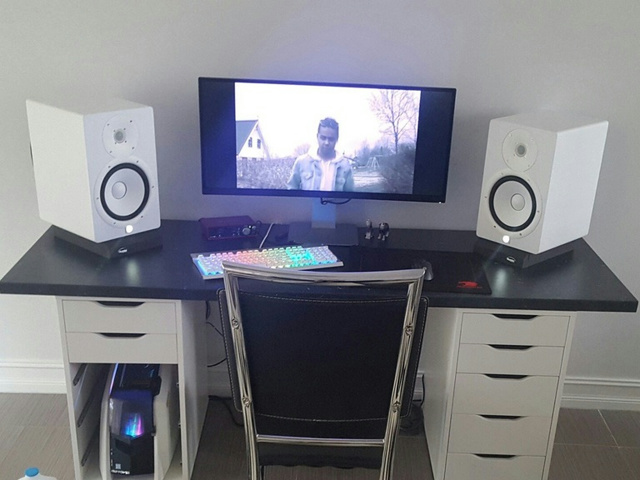 PC_Desk_UltlaWideMonitor16_63.jpg