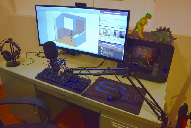 PC_Desk_UltlaWideMonitor16_67.jpg