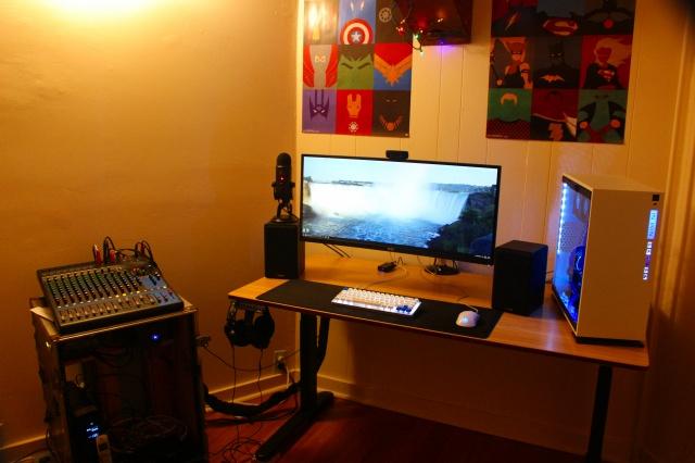 PC_Desk_UltlaWideMonitor16_89.jpg