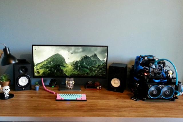 PC_Desk_UltlaWideMonitor16_93.jpg