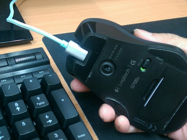 Wireless_Mouse_Charge_05.jpg