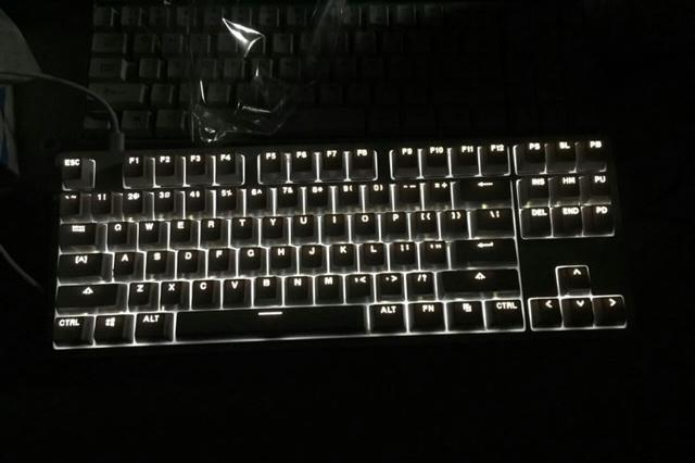 Yuemi_Mechanical_Keyboard_06.jpg