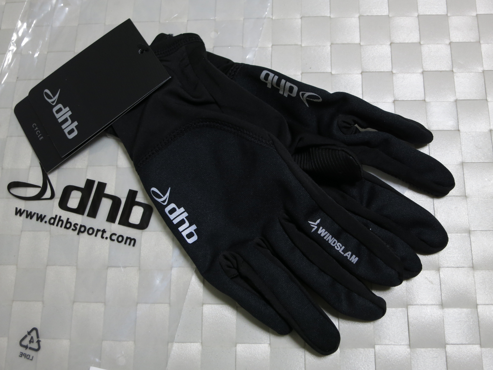 dhb_Windslam_Stretch_Glove_01.jpg