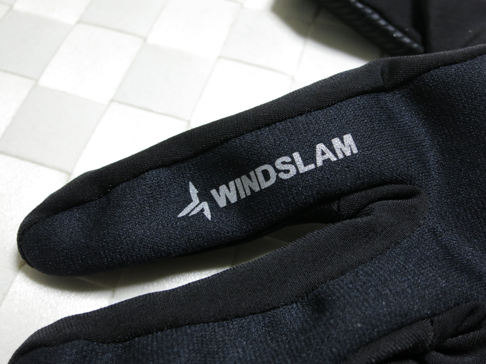 dhb_Windslam_Stretch_Glove_06.jpg
