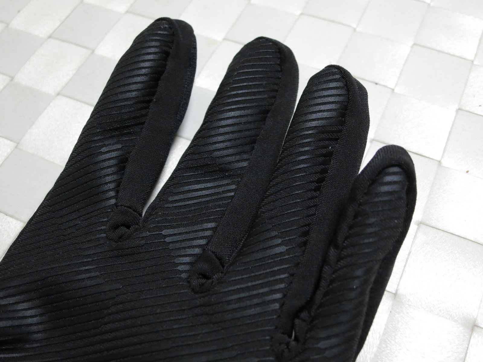 dhb_Windslam_Stretch_Glove_07.jpg