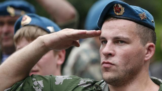 青ベレーの空挺部隊。