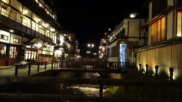 銀山温泉街並み (7)