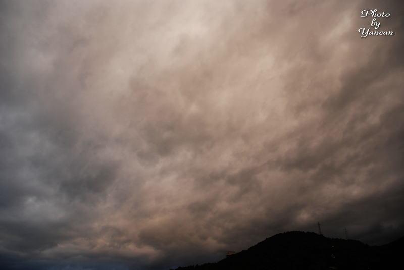 中野宵から見た雲 愛媛県西条市