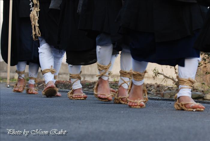 寒行托鉢 草鞋(鞋 わらじ)と素足 瑞応寺