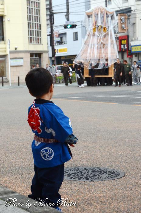 半被姿の子供 愛媛県西条市駅前