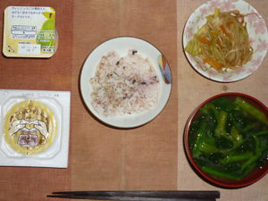 胚芽押麦入り五穀米,納豆,野菜のにんにく醤油炒め,ほうれん草のおみそ汁,ヨーグルト