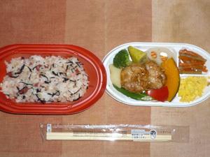 梅ひじき入り雑穀ご飯とつくねの二段弁当