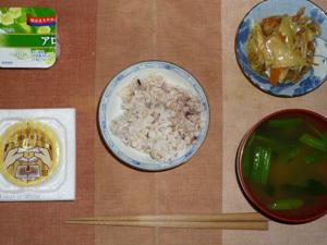 胚芽押麦入り五穀米,納豆,肉野菜炒め,ほうれん草のおみそ汁,ヨーグルト