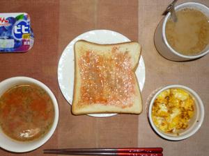 イチゴジャムトースト,トマトスープ,フライドオニオン入りスクランブルエッグ,ヨーグルト,コーヒー