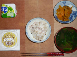 胚芽押麦入り五穀米,納豆,肉野菜炒めトマト風味,ほうれん草のおみそ汁,ヨーグルト