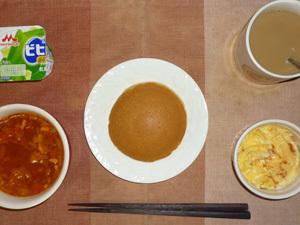 塩キャラメルパンケーキ,完熟ミネストローネスープ,スパニッシュ風オムレツ,ヨーグルト,コーヒー