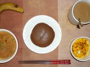 チョコパンケーキ,トマトスープ,フライドオニオン入りスクランブルエッグ,バナナ,コーヒー
