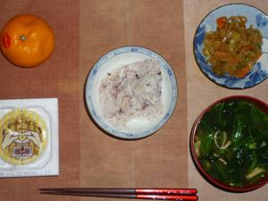 胚芽押麦入り五穀米,納豆,野菜炒め,ほうれん草とワカメのおみそ汁,みかん
